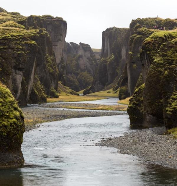 ACCUEILLIR, ACCEPTER, CHANGER, GRANDIR. Telle une rivière, un ruisseau, un fleuve, un torrent…